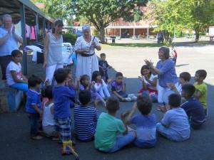 Musik, Gespräch und Freundlichkeit: RoBiNet-Flüchtlingsaktion in der Anne-Frank-Schule
