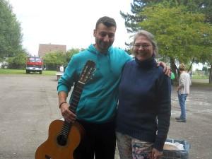 Eine Gitarre für Vasim: Zweite RoBiNet-Flüchtlingsaktion in der Anne-Frank-Schule